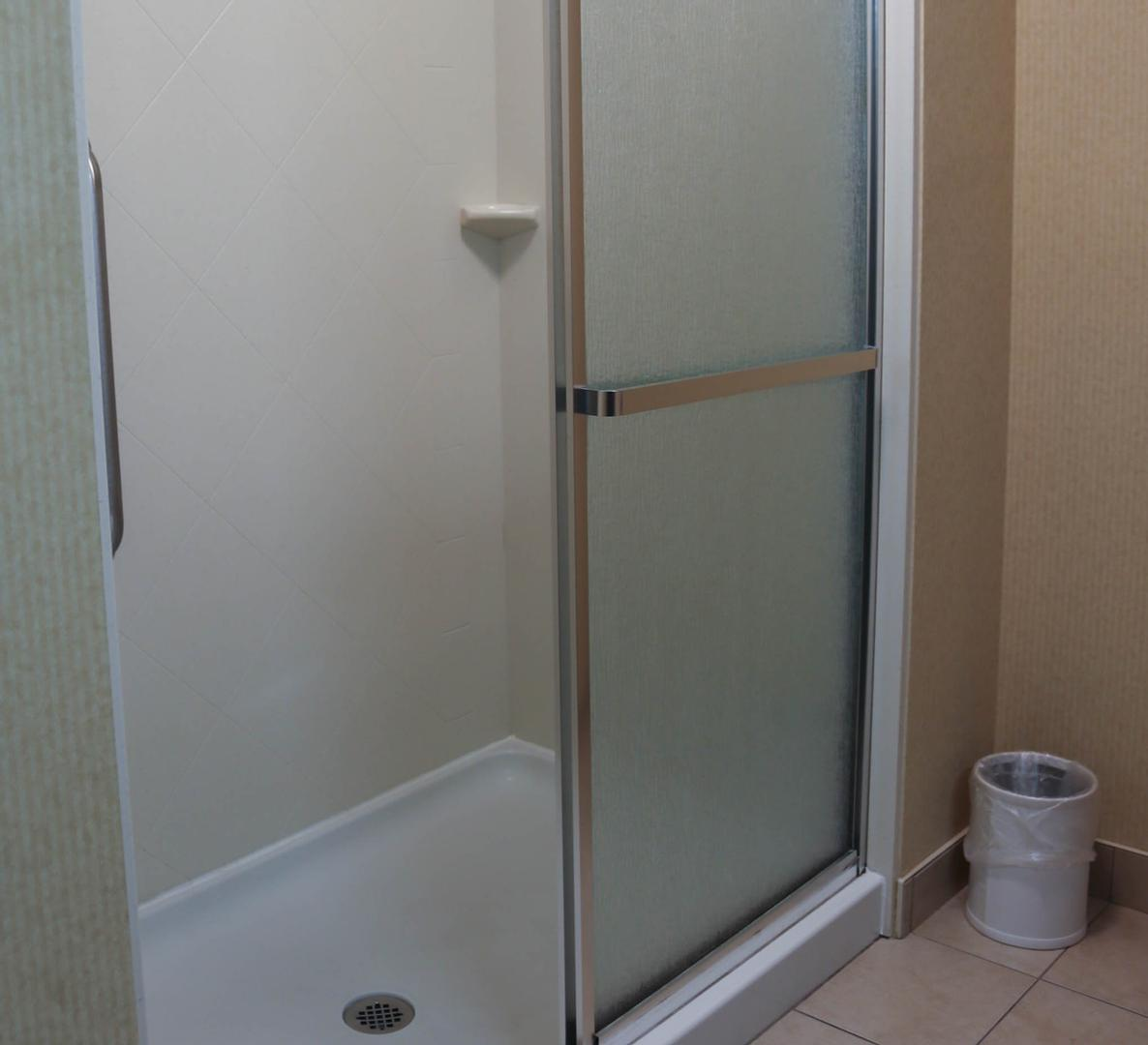 Standard King -Shower 18 of 24