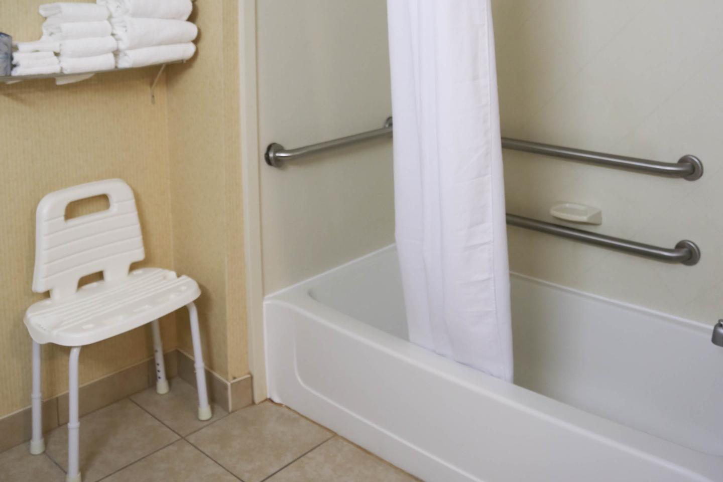 2 Queen Accessible -Bath W/removable Tub Seat 23 of 24