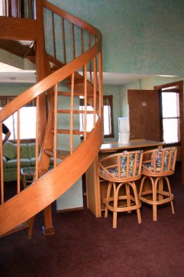 Spiral Staircase Clark Gable Suite 4 of 9