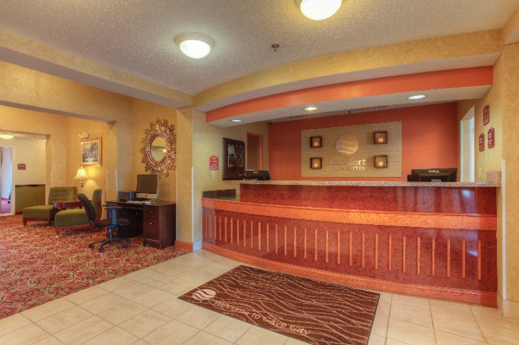 Comfort Inn & Suites-Cave City-Front Desk 8 of 11