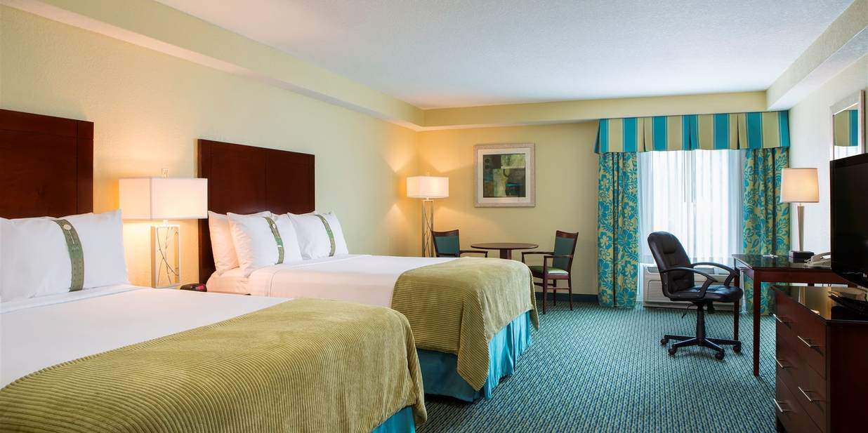 Standard Deluxe With One King Bed 7 of 18