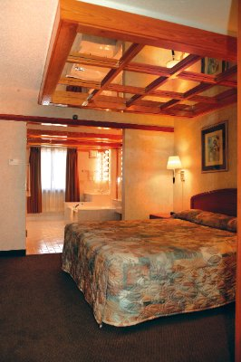 One Room Whirpool Suite 5 of 7