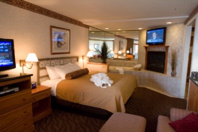 Superior Luxury Suite -King Bed 2 Person Whirlpool Tub Gas Fireplace 2 Tv\