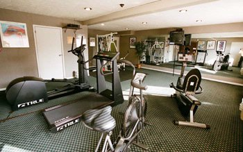 Fitness Center. Get A Good Work-Out In Our Deluxe Fitness Room. 3 of 10