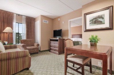 One Bedroom Double Queen Suites With Sleeper Sofa 3 of 15
