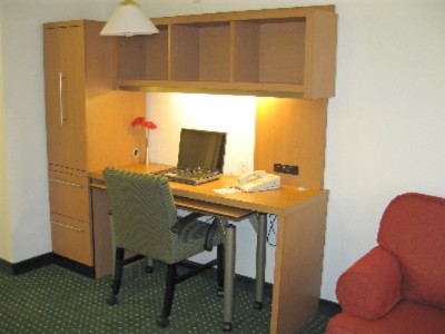 Studio Suite With Home Office Unit 5 of 12