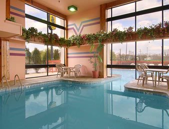 Luxurious Indoor Outdoor Pool 7 of 7