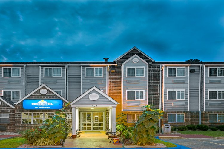 Microtel Inn by Wyndham Raleigh Durham Airport 1 of 10