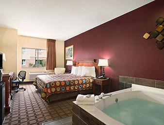 Suite Jacuzzi Room 7 of 12