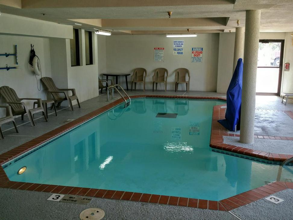 Indoor Swimming Pool 11 of 17