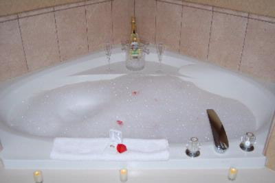 Jacuzzi Tub 14 of 23