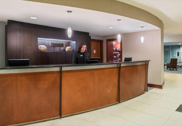 Front Desk 3 of 26