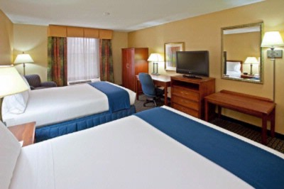 Double Double Guest Room With 32 Inch Hdtv 10 of 16