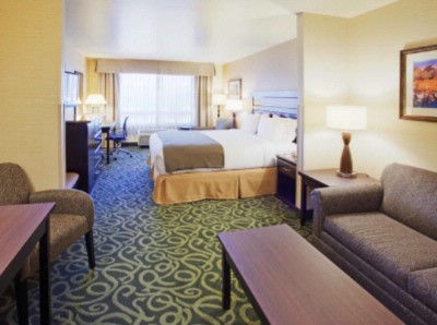 Hie Atascadero King Suite Room 17 of 18