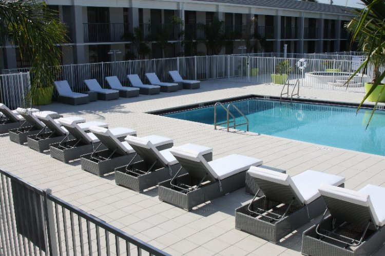 Poolside Upgraded Lounge Chairs 9 of 16