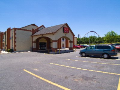 Econo Lodge At Six Flags 2 of 10