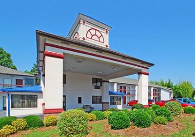 Econolodge Inn & Suites 2 of 6
