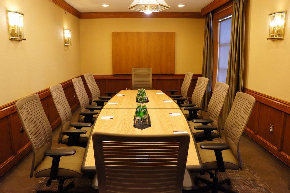 Summit Boardroom 8 of 10