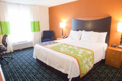 Our Spacious And Comfortable Guest Rooms With One King-Size Bed Or Two Queen Size Beds Feature Luxury Bedding A 32-Inch Flat-Panel Hdtv With Hbo A Well-Lit Work Desk And Complimentary Wireless High-Speed Internet Access. 8 of 15