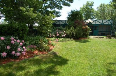 Enjoy Our Private English Courtyard Rock Gardens And Quiet Surroundings At The Best Western Country Squire Resort In Gananoque Ontario 4 of 11