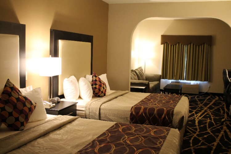 A Suite With Double Queen Beds 10 of 27