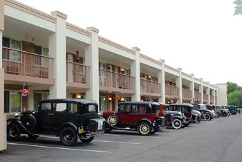 Hotel With Antique Cars 10 of 11