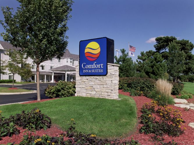 Comfort Inn & Suites 1 of 13