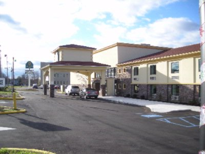 La Quinta Inn & Suites West Long Branch 1 of 16