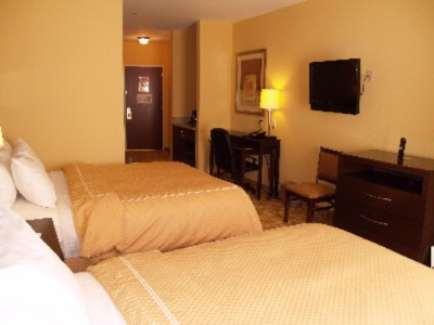 Suite With Queen/queen Bed 20 of 26