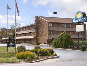 Days Inn Hurstbourne 1 of 8