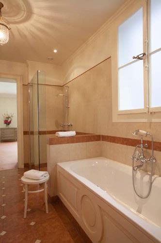 Executive Room\'s Bathroom 6 of 19