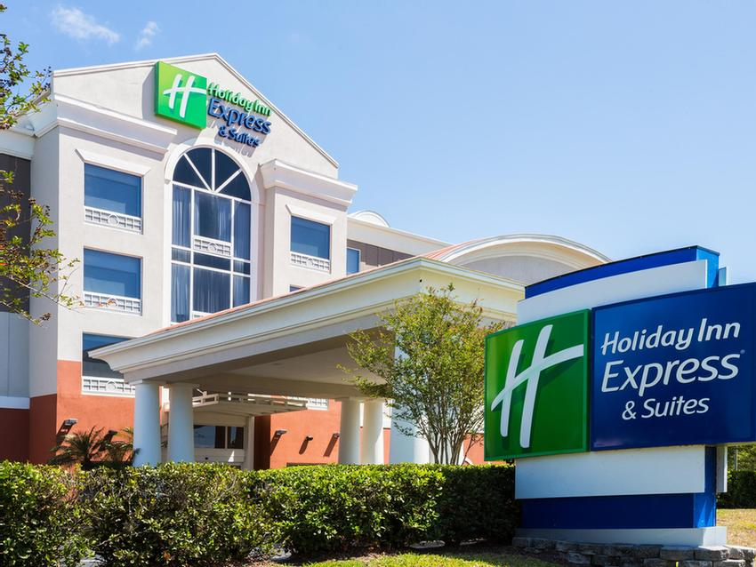 Holiday Inn Express & Suites Tampa Fairgrounds 1 of 13