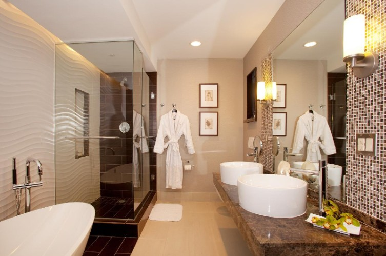 Entertainer\'s Suite Bathroom 8 of 10