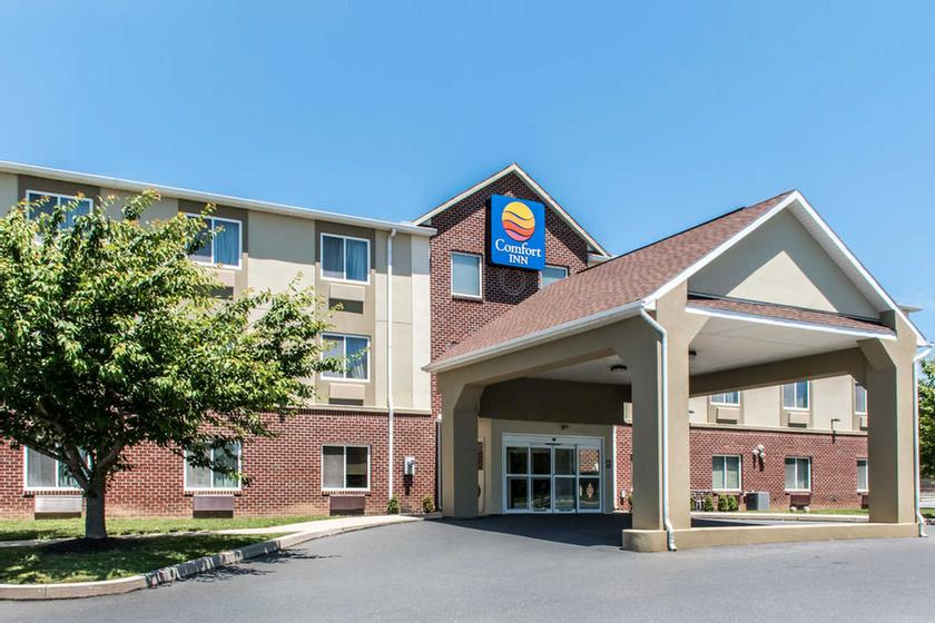 Welcome To The Comfort Inn Lancaser County 2 of 11