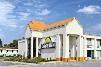 Days Inn Richmond / North 1 of 11