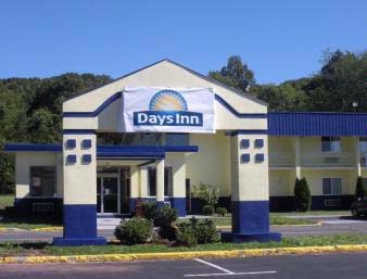 Days Inn Southington (Front Of Hotel) 2 of 5