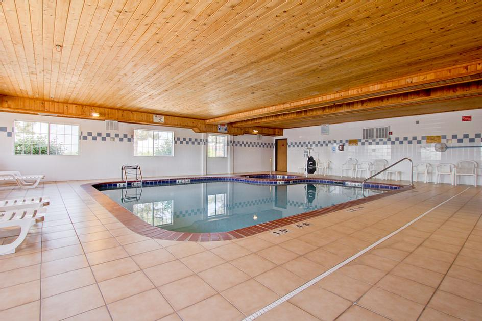 Relax In Our Indoor Swimming Pool And Hot Tub 8 of 10