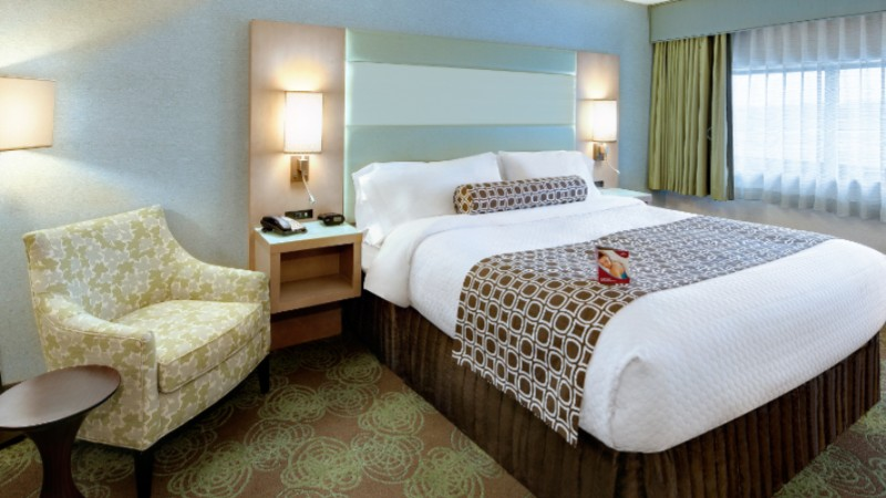Beautifully Redesigned King Guest Room At The Crowne Plaza Lansing West 6 of 16