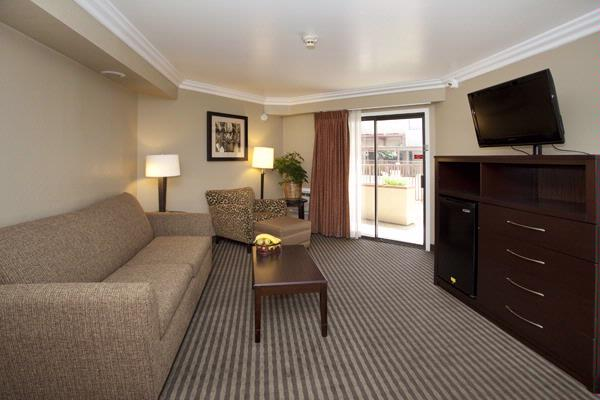 Suite\'s Extra Room 14 of 22