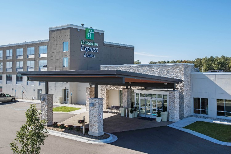 Holiday Inn Express & Suites 1 of 17
