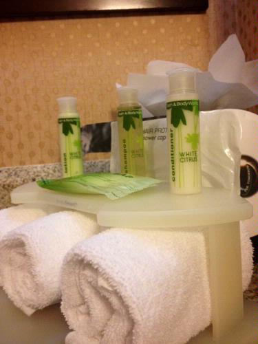 Bath & Body Works Bathroom Amenities 9 of 13