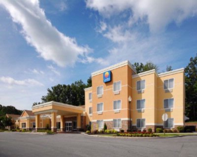The Comfort Inn & Suites 2 of 14