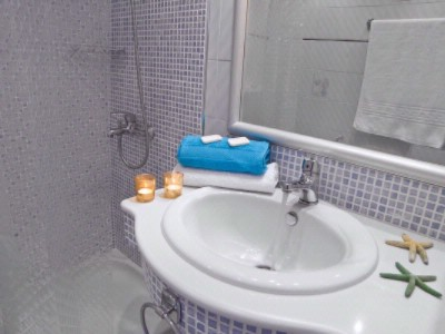 Bathroom 17 of 17