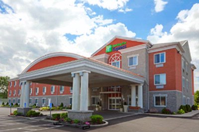 Holiday Inn Express Hotel & Suites Gananoque 1 of 15