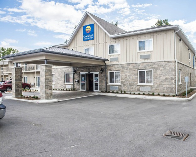 Comfort Inn & Suites Thousand Islands Harbour District 1 of 23