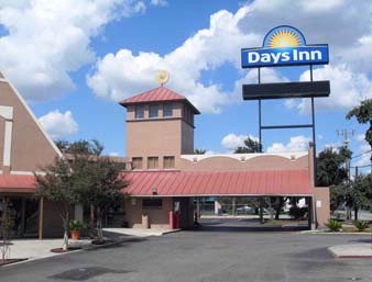 Days Inn Splashtown / Att Center 1 of 12