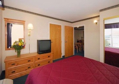 One-Bedroom Suite With King Bed 1 13 of 21