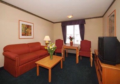 Queen Suite With Sitting Area 1 18 of 21