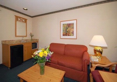 Queen Suite With Sitting Area 2 19 of 21