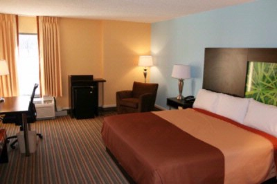 Super 8 Mount Laurel King Room